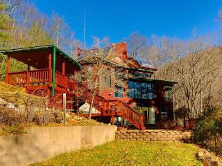 UNPLUG! Off Grid Secluded & Spacious Mountain Home, Burnsville