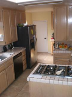 Kitchen With Microwave, Stove, Fridge, Oven, Coffeemaker, Blender, Dishwasher