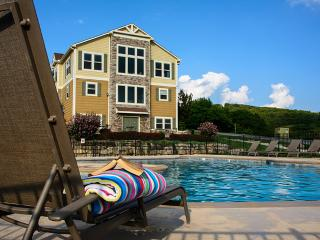 Canyon Retreat - Swimming, King Beds, Pool Table, Branson