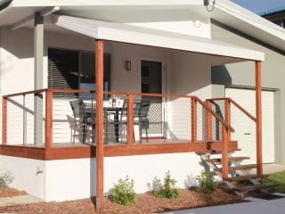 Sunrise Villa, Caloundra - 2 Bedroom, Pet Friendly