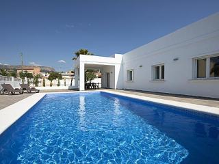 Villa Yaiza -  Modern villa only 1 km to the sand beach., Calpe