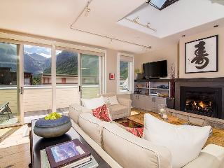 Diamondtooth #2 Downtown Penthouse Condo Sleeps 4 Guests, Telluride