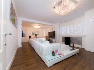 5* LUXURIOUS AND SPACIOUS  APARTMENT-30, Londres