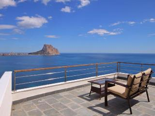 VILLA THAIS: seafront  with amazing view, Calpe
