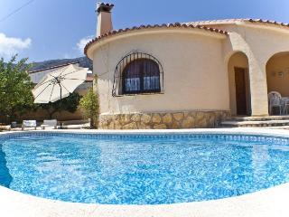 Villa Vazquez  -  Only 900 m to the sandbeach with partial air conditioner., Calpe