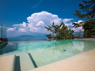 Villa With infinity pool and great sea view, Priora