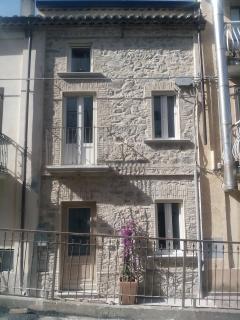 facciata in pietra ristrutturata