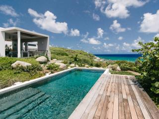 Modern Beachfront Villa, 180 Views, Pool, 3BR, Virgin Gorda