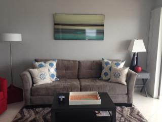 Charming 2 Bedroom Condo on the Beach!, Pompano Beach