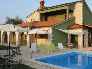 apartment in villa with private pool and garden, Fazana