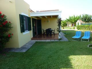 Casa en Cap de Artrutx con piscina, 4500 m de jardines en zona comunitaria