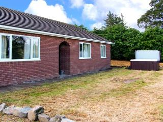 GLANYRAFON BUNGALOW, detached, all ground floor, hot tub, pool table, parking, garden, in St Harmon, Ref 29854