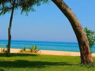 spiaggia deserta anche a ferragosto mare pulito Santa Caterina dello ionio