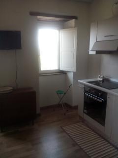 appartamento con televisione cucina con lavastoviglie piano cottura ad induzione