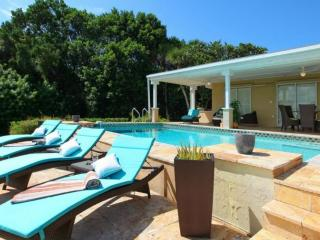 Beautiful Bay Front Villa with Private Pool!, Nokomis