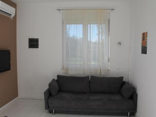 Modern and minimalis apt. near sea with A/C & WiFi, Stobrec
