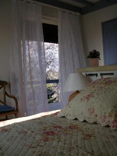 La Chambre et sa baie donnant sur votre terrasse privative :)
