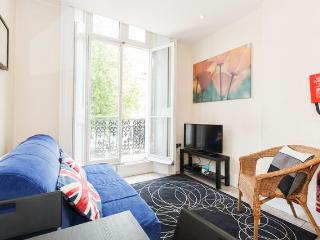 Incredible 1 Bedroom with Hyde Park Balcony