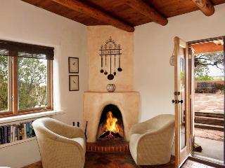 Two Casitas - Hummingbird - Spectacular Views, Stunning Home, Santa Fé