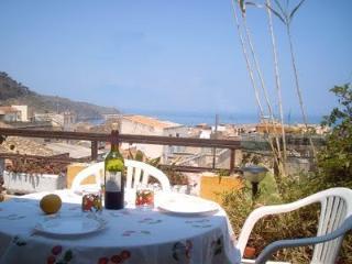 piccolo attico vista golfo e barbecue, 2 terrazze