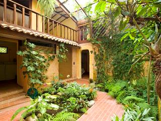 Casa Luz y Sombra 4BR sleeps 8, jungle beach house, Punta Uva