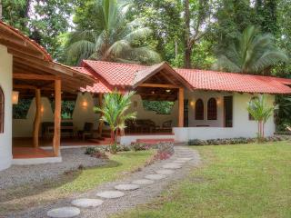 Tropical house near beach, sleeps 6, Punta Uva