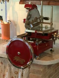 Internationally famous 'Berkel' slicer, fully functional & efficient, gorgeous 'vintage' appearance.