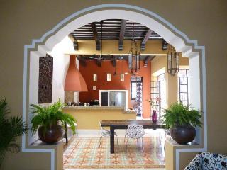 Casa Aquacate - Colonial Design / Modern Style, Mérida