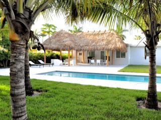 The Relax House: 2 Bedrooms with pool and tiki hut, Miami