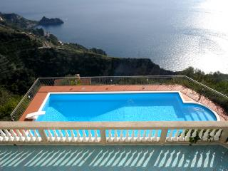 Amazing View, Huge Pool, Lush Gardens, Great Loc., Amalfi