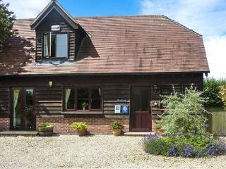 BELVIEW COTTAGE, WiFi, enclosed garden with furniture, electric stove, Ref 1357, Sturminster Newton