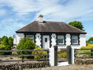 BRACKEN family-friendly, en-suite bathroom, all ground floor in Ballyduff Ref