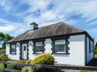 BRACKEN family-friendly, en-suite bathroom, all ground floor in Ballyduff Ref 25