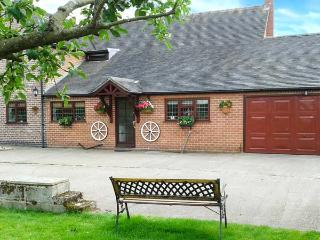 WESTWING, en-suite, off road parking, rural location, comfortable retreat, in Burton upon Trent Ref. 904435, Yoxall