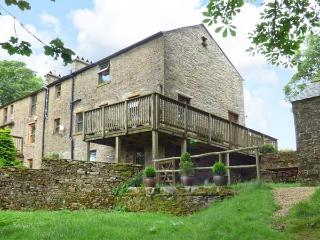 CHESTNUT, Jacuzzi baths, en-suite bedrooms, over three floors, Ref. 905622, Alston