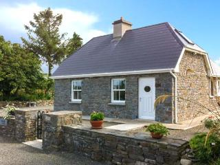 DOONCAHA COTTAGE, WiFi, peaceful location, off road parking, detached cottage near Tarbert, Ref. 905817
