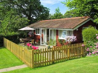 NOOK LODGE, all ground floor, open plan living area, parking, garden, in