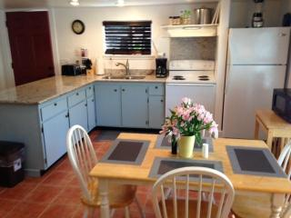 Modern Comfort by Russian River - Lower Suite, Guerneville