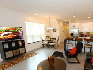 3 Bed 3 Bath Townhome With Splash Pool And Balcony. 17504PA