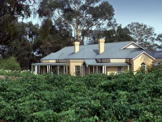 Vinden Estate Homestead. Stay on a vineyard/winery, Pokolbin