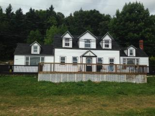 Beautiful Oceanview 4 bedroom vacation home, Digby
