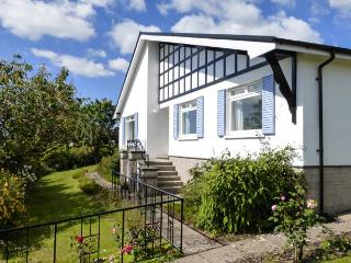 SILVERDALE MOUNT all ground floor, WiFi, superb views, family-friendly in