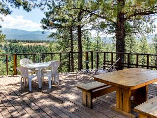 Cozy, dog-friendly high desert home with spacious deck - close to Mesa Verde!, Mancos