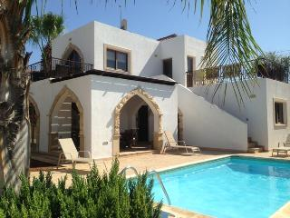 Villa Eva - Central Pernera, just 1 min from beach, Protaras