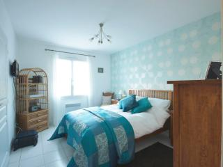 B and B nr Royan/Saintes - Azure luxury room