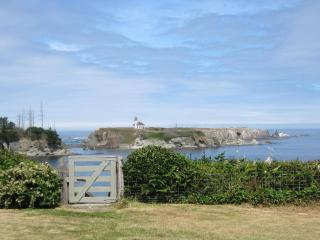Lighthouse Way Oceanfront Vacation Home. View!, Coos Bay