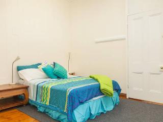 Mini apartment in CBD, 1898 Victorian House. 2 Bedroom, 2 Bed, Bath, Kitchen, Parking, Free Internet, Brisbane
