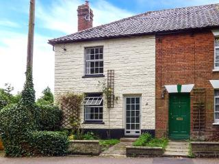 IVY COTTAGE, end-terrace, village location, woodburner, near Diss, Ref 912297, Harleston