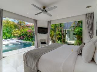 Esha Drupadi II By Bali Villas Rus - White Modern Villa Close to Seminyak