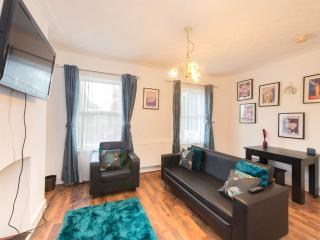 Spacious 4 Bedroom House W12 Goldhawk RD CLOSE TO CENTRAL LONDON